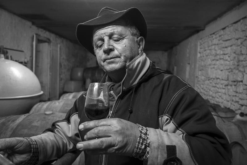 gueules de vignerons, portrait de vignerons, winemaker, Jean-Yves bardin photographe Gueules de vignerons, photographies de vignerons, Paul Barre, Vignobles Paul Barre, Fronsac, biodynamie, Bordeaux