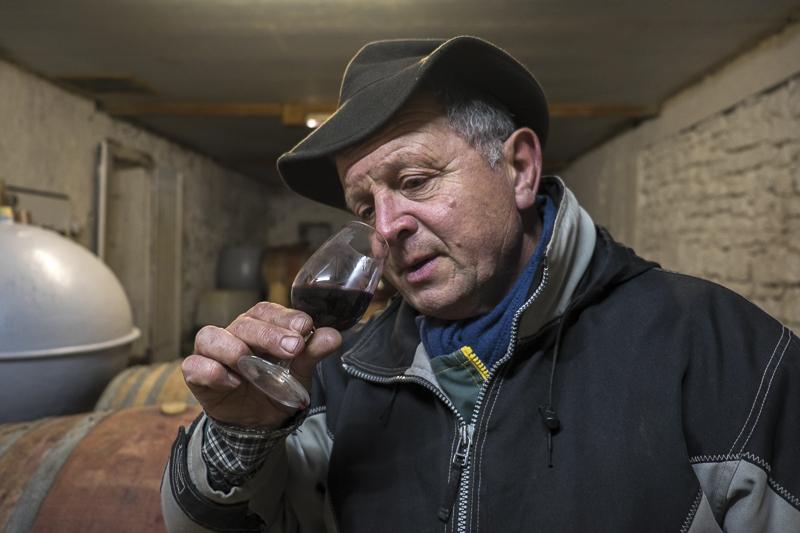 gueules de vignerons, portrait de vignerons, winemaker, Jean-Yves bardin photographe Gueules de vignerons, photographies de vignerons, winemaker, Jean-Yves bardin, biodynamie, Fronsac, Paul Barre, Château la Grave, Bordeaux