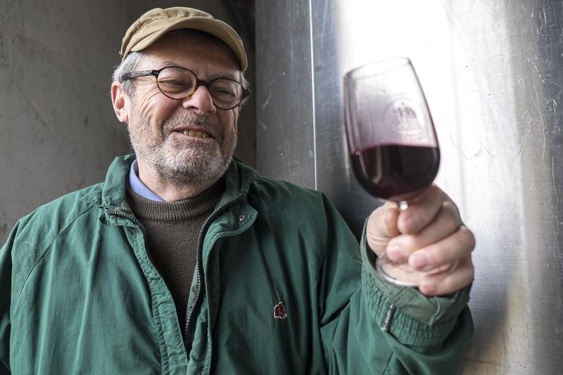 Louis-Jean Sylvos, château de la Roche en Loire, biodynamie, vin bio, vin nature, Vigneron Chinon Touraine, gueules de vignerons, Jean-Yves BARDIN, vigneron Chinon Touraine, vigneron bio, cave, biodynamie, vin nature du Val de Loire, organic wine, photographe, gueules de vignerons, vins de loire, Chinon, Touraine
