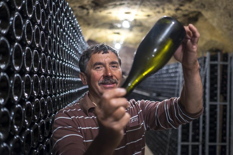 gueules de vignerons, vigneron bio Vouvray, winemaker, Jean-Yves bardin photographe Gueules de vignerons, portraits de vignerons, biodynamie, vigneron bio Vouvray, Jean-Bernard Berthomé, Domaine Huet, Vin de Loire, vin bio, Vin bio Vouvray, AOC Vouvray, Huet