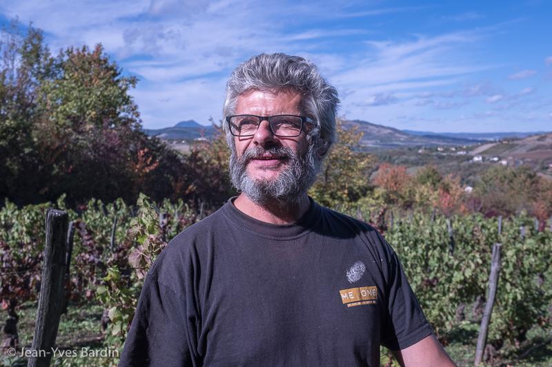 Benoit Rosenberger, vigneron d'Auvergne, vins d'Auvergne, vin naturel, Gueules de vignerons, Jean-Yves Bardin, organic wine, vigneron bio, biodynamie, vin, organic wine, vigneron auvergne, gamay, pinot noir, une méduse dans les cornichons, youth fulness, Loup des vignes