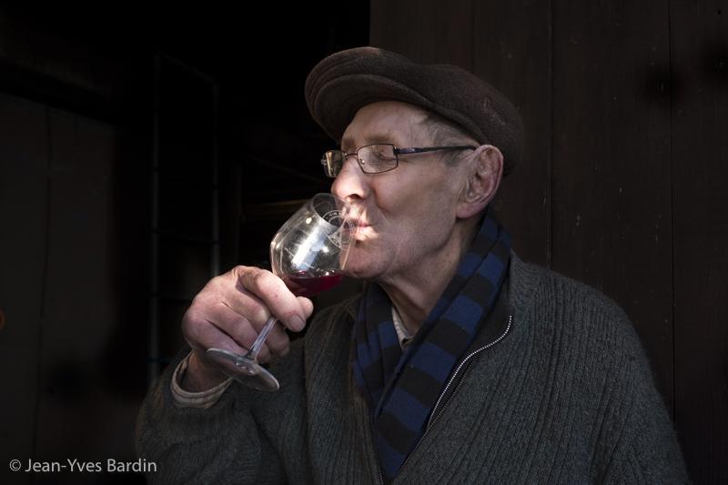 Eugène Venier, Christian Venier, vigneron naturel, Cheverny, gueules de vignerons, vignerons de Loire, vin naturel, organic wine, winemaker, Jean-Yves bardin photographe Gueules de vignerons, portraits de vignerons, les Carteries, le Clos des Carteries, les hauts de Madon