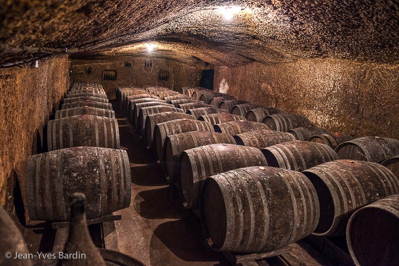 domaine de la Chevalerie, Stephanie Caslot, Bourgueil, Gueules de Vignerons, portrait de vignerons, winemaker, Jean-Yves bardin photographe Gueules de vignerons, portraits de vignerons, biodynamie, cave, chai, barrique, bonde, dégustation, biodynamie, vin bio