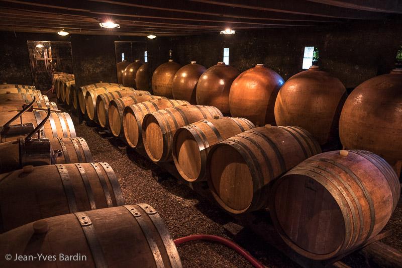 domaine Yannick Amirault, Bourgueil, , Gueules de Vignerons, portrait de vignerons, winemaker, Jean-Yves bardin photographe Gueules de vignerons, portraits de vignerons, biodynamie, cave, chai, barrique, bonde, amphores, dégustation, biodynamie, vin bio